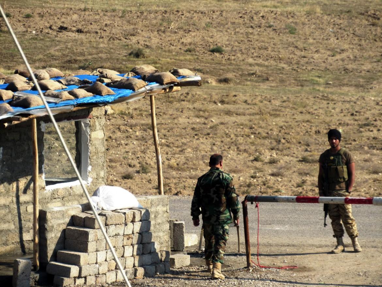 Peshmerga sulla linea del fronte a Bashiqa
