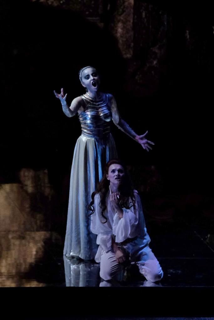due immagini del Flauto magico in scena a Verona