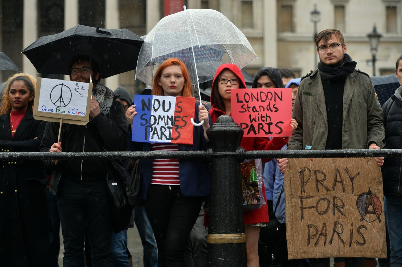 Manifestazione di solidarietà a Londra per le vittime di Parigi