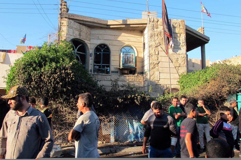 Il sito dell'attentato a Baghdad durante un funerale sciita il 13 novembre