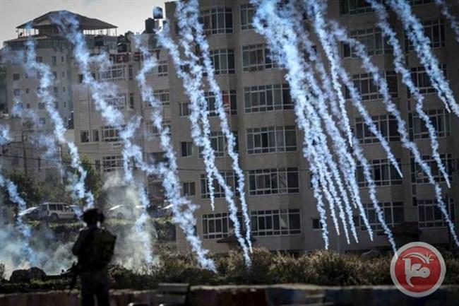 Qalandiya ieri durante gli scontri tra dimostranti palestinesi ed esercito israeliano
