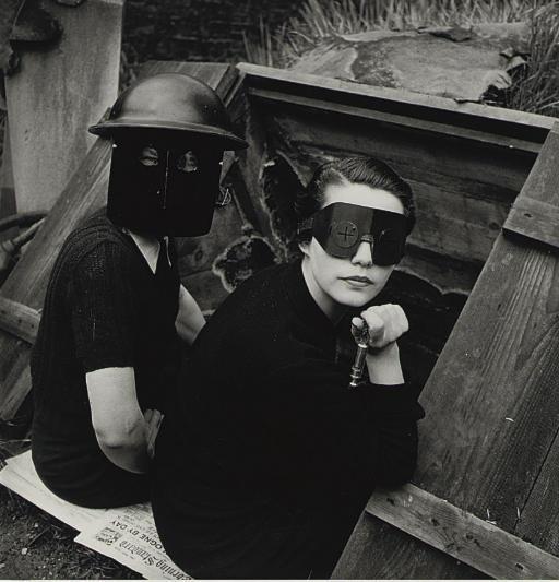 Lee Miller, Donne durante la guerra a Londra, 1944