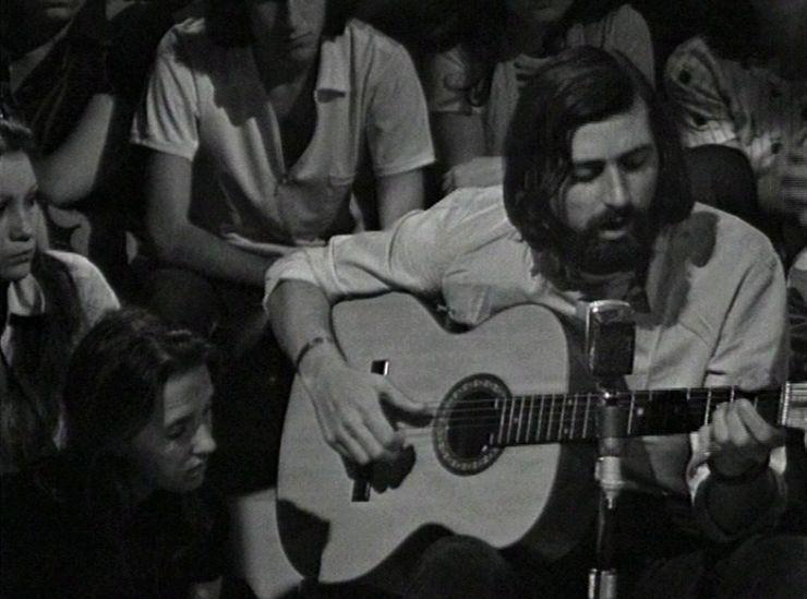 Francesco Guccini in un'apparizione televisiva del 1972