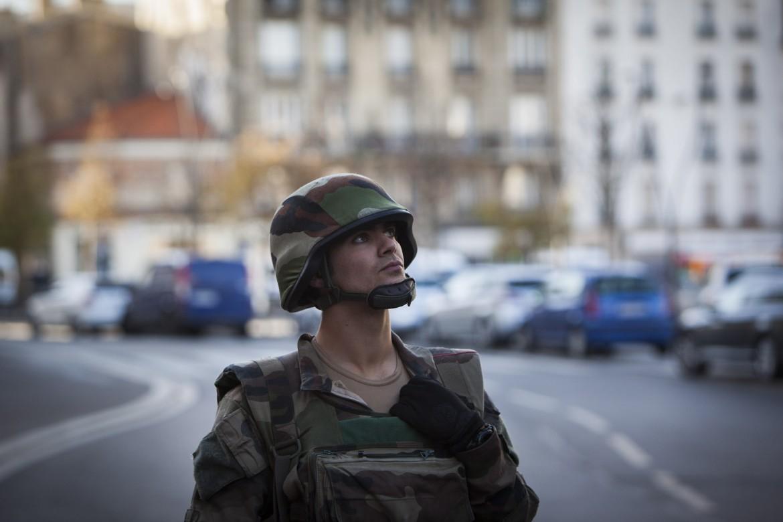 Francia. Caccia ai terroristi a S. Denis