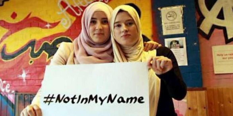 Lo slogan che impazza sui social: la comunità musulmana si dissocia esplicitamente dall'orrore scatenato dai jihadisti