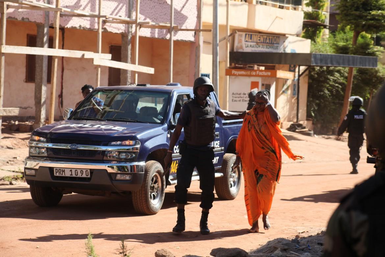 Nei pressi dell'hotel Radisson dove si è svolta l'azione dei jihadisti