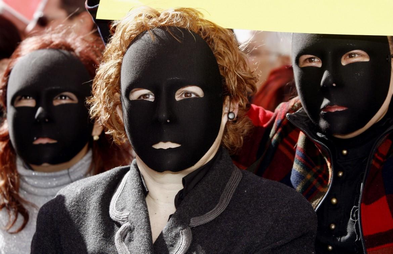 Spagna, manifestazione contro la violenza di genere