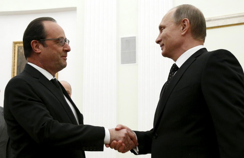 Hollande e Putin all'inizio del lungo vertice di Mosca al Cremlino