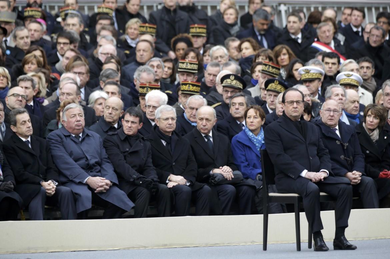 Hollande alla commemorazione delle vittime degli attentati del 13 novembre