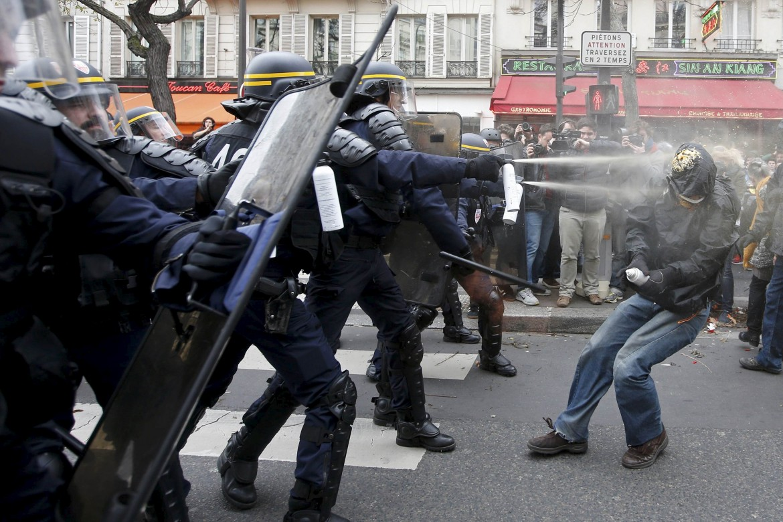 Parigi, scontri durante il vertice sul clima