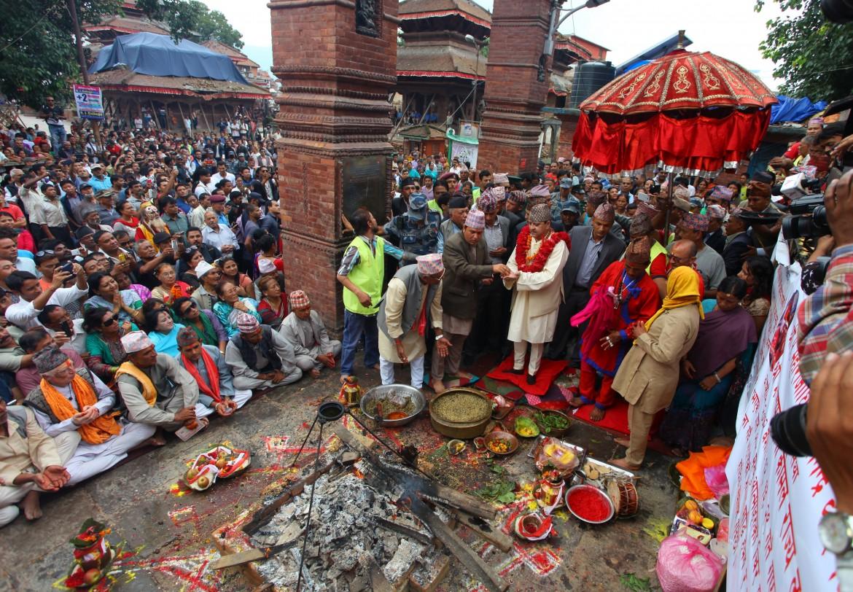 Preghiere in onore delle vittime del terremoto in Nepal nel luglio 2015