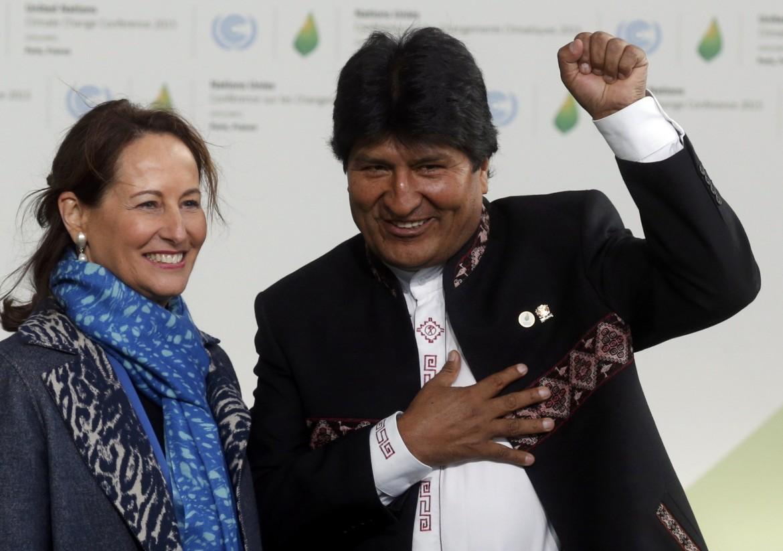 Il presidente boliviano Evo Morales alla Cop21 con Ségolène Royal