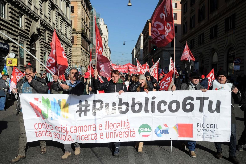 La manifestazione del pubblico impiego di sabato scorso a Roma. All'interno dell'articolo, la segretaria generale della Fp Cgil Rossana Dettori