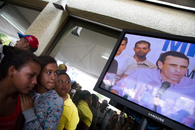 Caracas, ascoltando il leader della Mud  Henrique Capriles