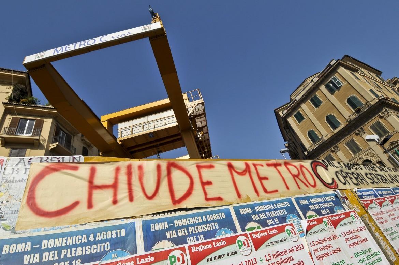 Roma, una protesta contro la chiusura dei cantieri della Metro C