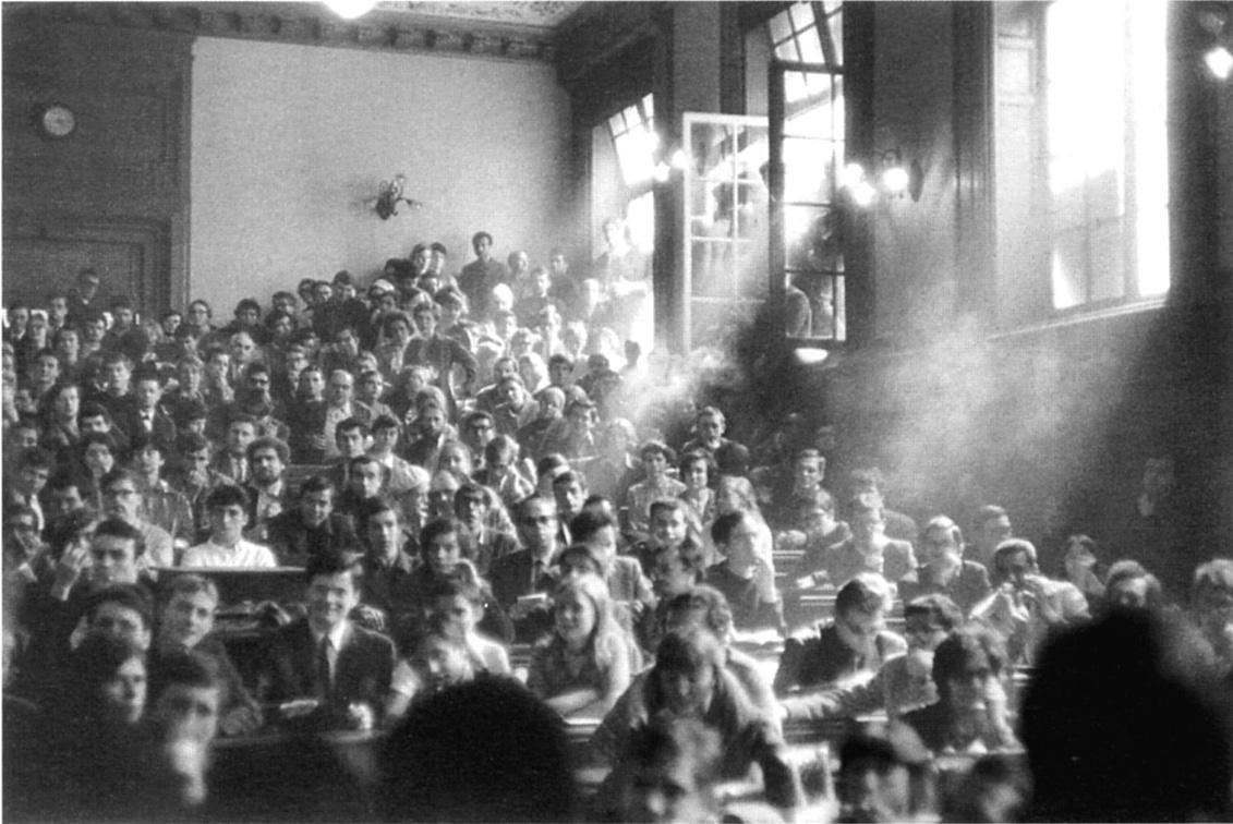 Parigi, maggio 1968, assemblea alla Sorbona occupata