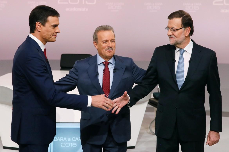 Sanchez (Psoe) e Rajoy (Pp) nello studio televisivo che ha ospitato il loro dibattito