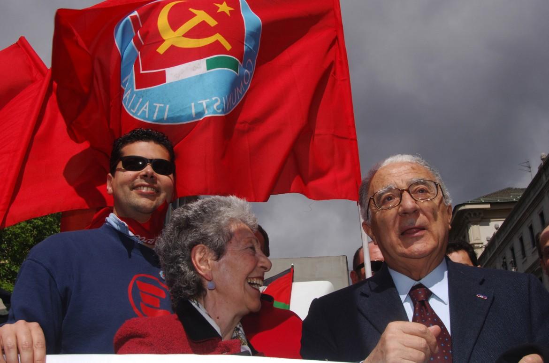 Milano, Armando Cossutta con la moglie Emi Clemente alla manifestazione per il 60esimo della Liberazione