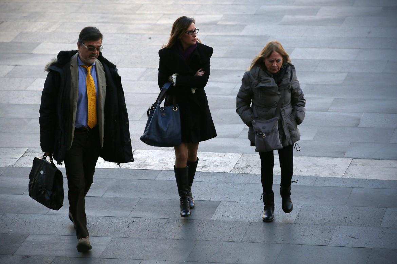 Ilaria Cucchi, sorella di Stefano, con i legali