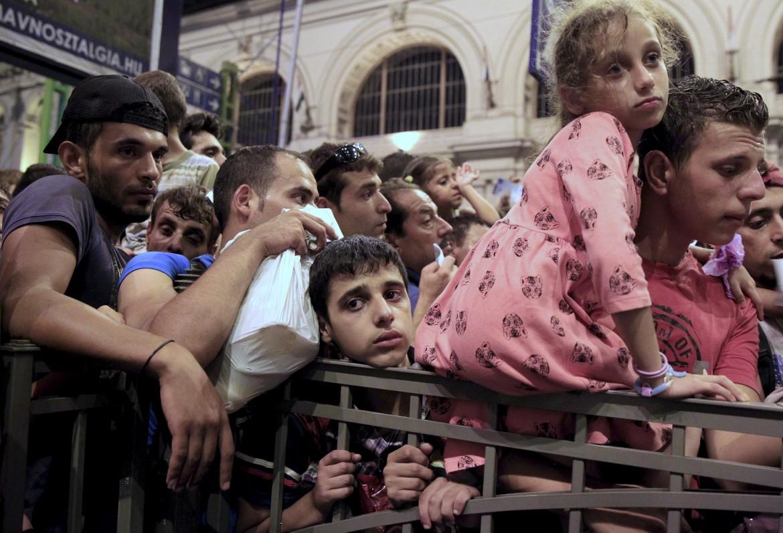 Migranti in attesa di conoscere il proprio futuro in Ungheria