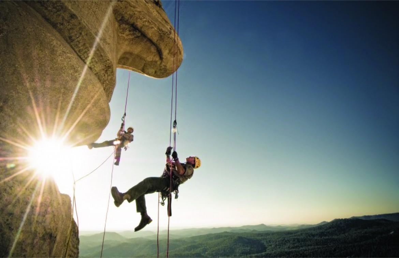 Manutenzione volante al naso di Lincoln scavato sul monte Rushmore, South Dakota, Usa
