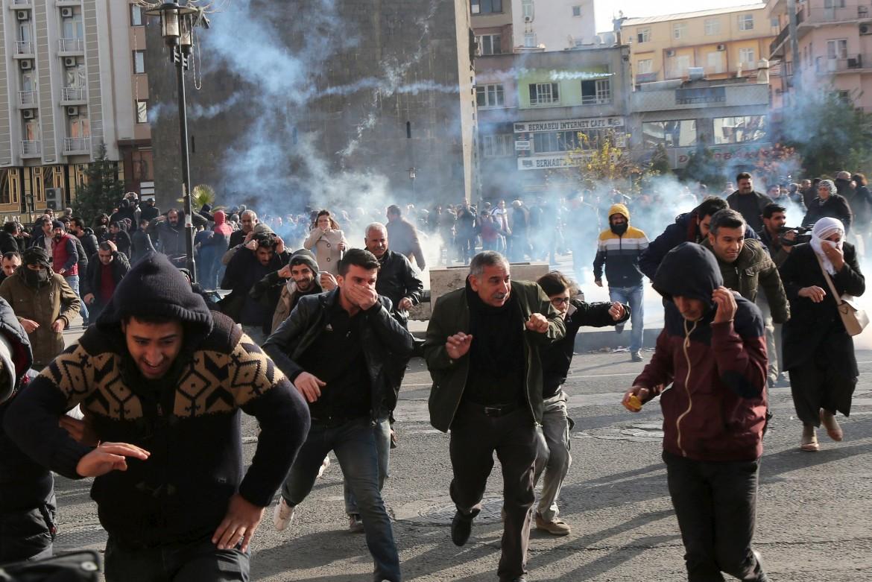 Scontri tra forze turche e kurdi