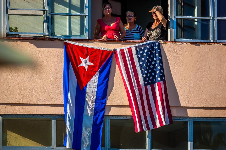 Le bandiere cubana e statunitense dopo il disgelo