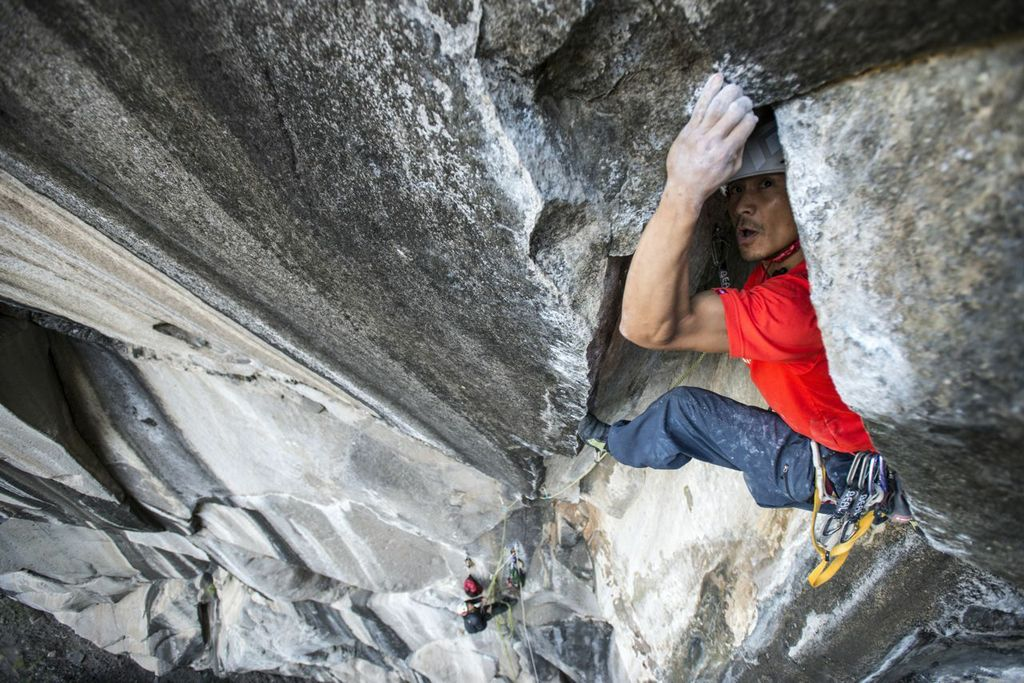 Yuji Hirayama. Gioco di sguardi sul terzo tiro di Zembrocal (8c+), Île de la Réunion, Francia