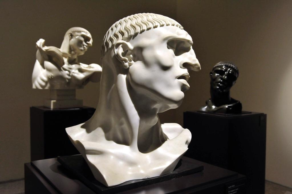 Adolfo Wildt, la sala della serie «Vir Temporis Acti» (Uomo antico)