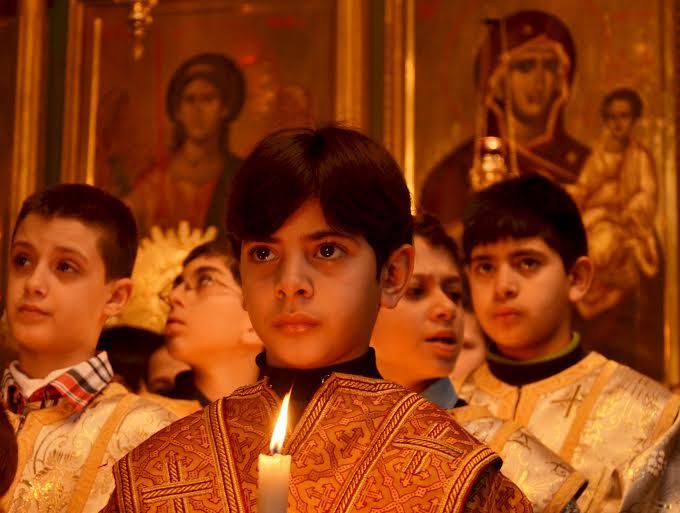 Gaza. Ragazzo nella Chiesa greco-ortodossa di San Porfirio