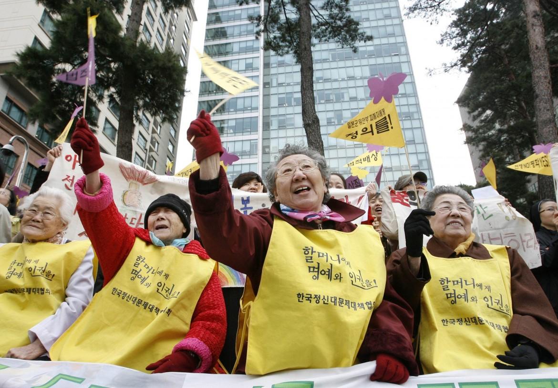 Una protesta a Seul delle sopravvissute