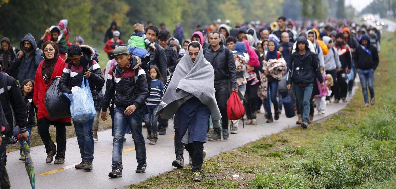 Migranti al confine tra Austria e Ungheria