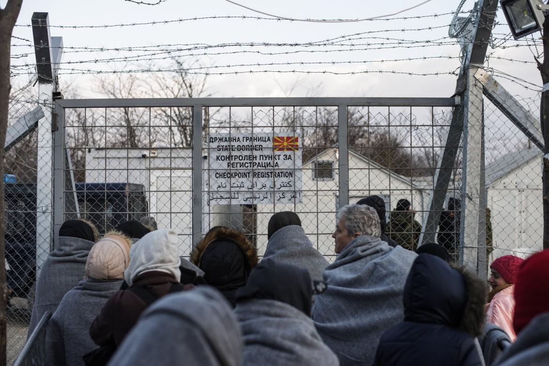 In attesa di passare a Idomeni, al confine tra Grecia e Macedonia