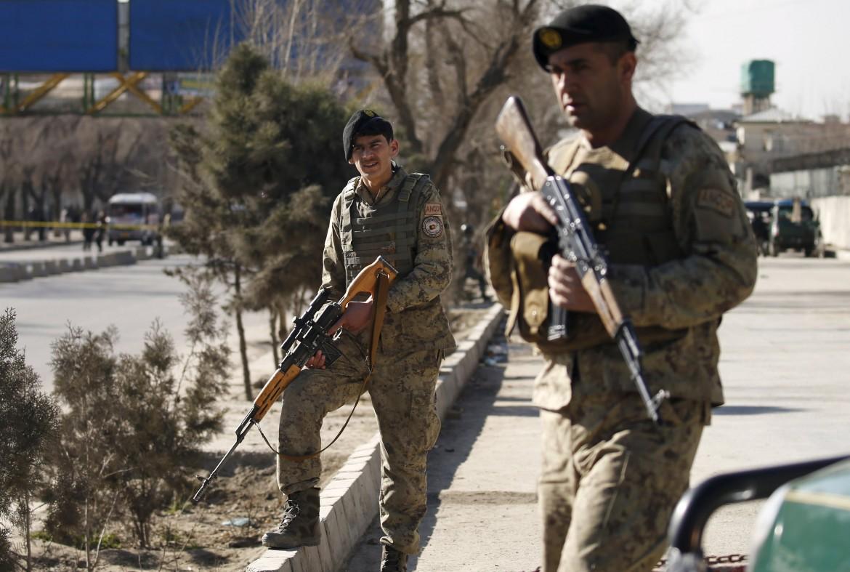 Truppe afghane a Kabul dopo un attentato