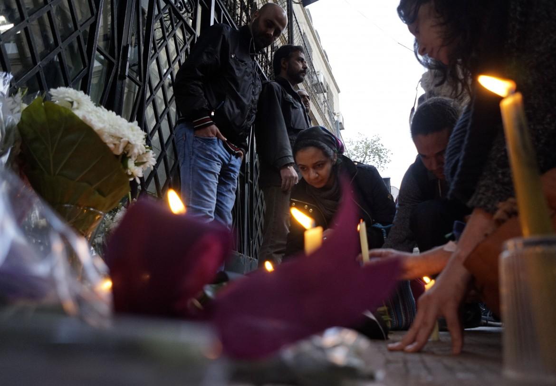 Sit-in di fronte all'ambasciata italiana al Cairo