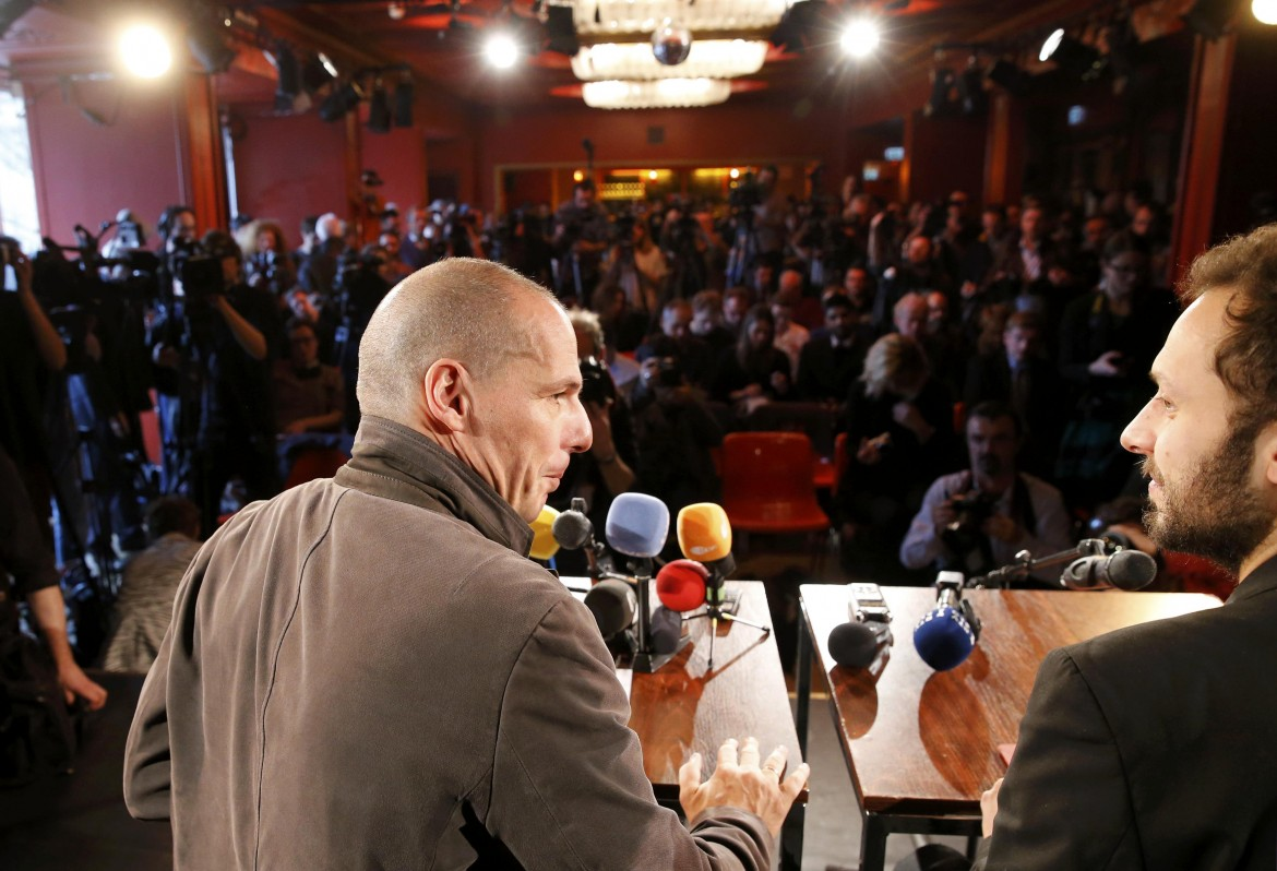Varoufakis appeals for democratic awakening