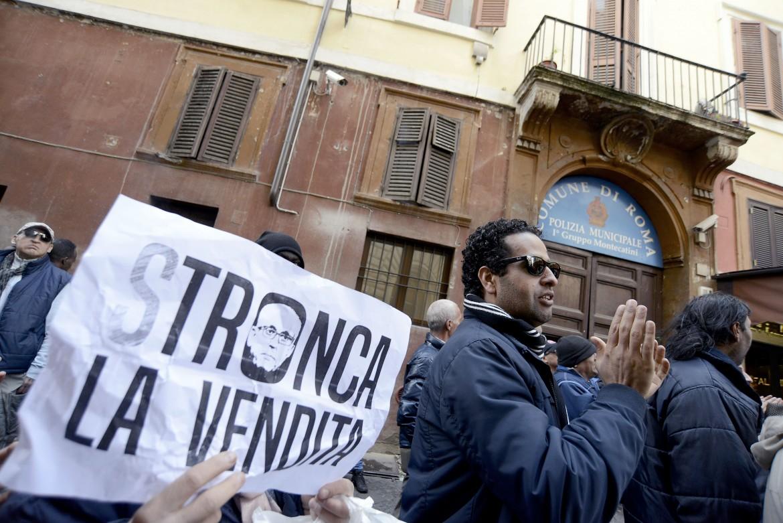 Presidio durante l'occupazione di un palazzo in via montecatini a Roma
