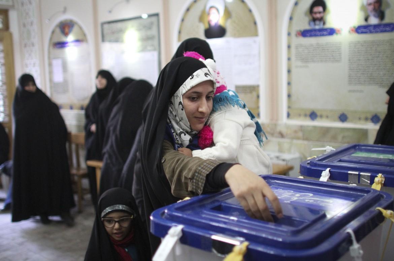 Alle urne nella città di Qom