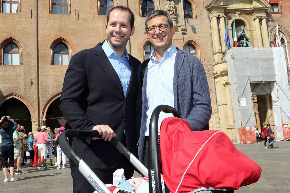 Il senatore Pd Sergio Lo Giudice (a destra) con la sua famiglia
