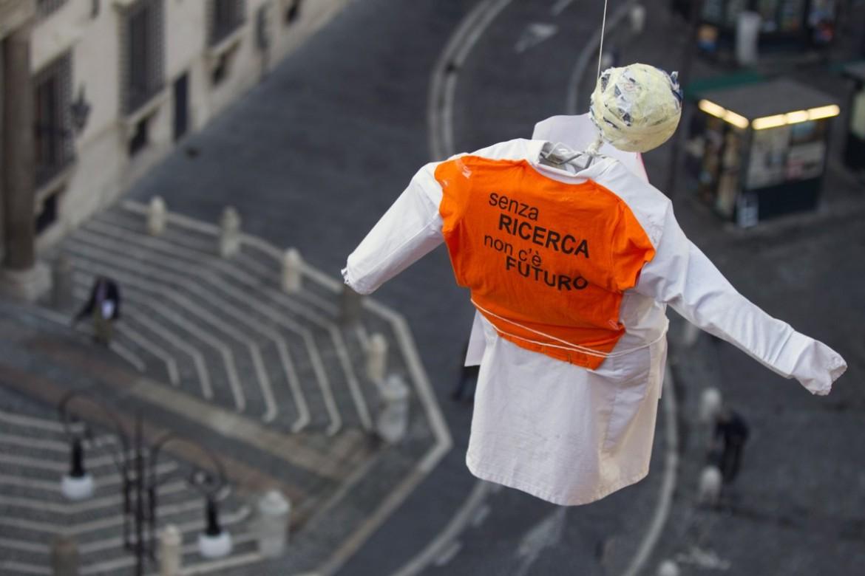 Roma 2010, la protesta dei ricercatori sul tetto della facoltà di Architettura