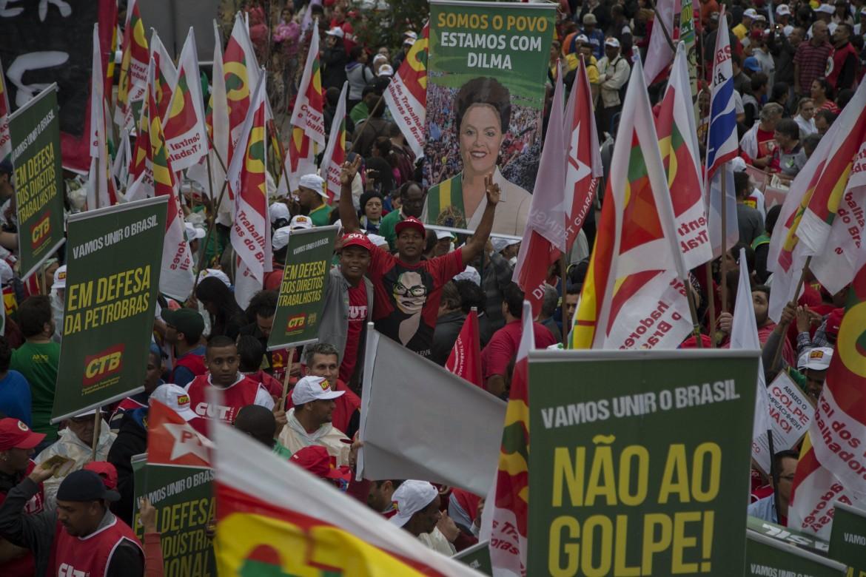 Manifestazione a San Paolo in favore di Dilma Rousseff