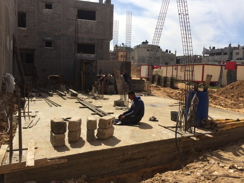 Una casa in costruzione a Shujayea