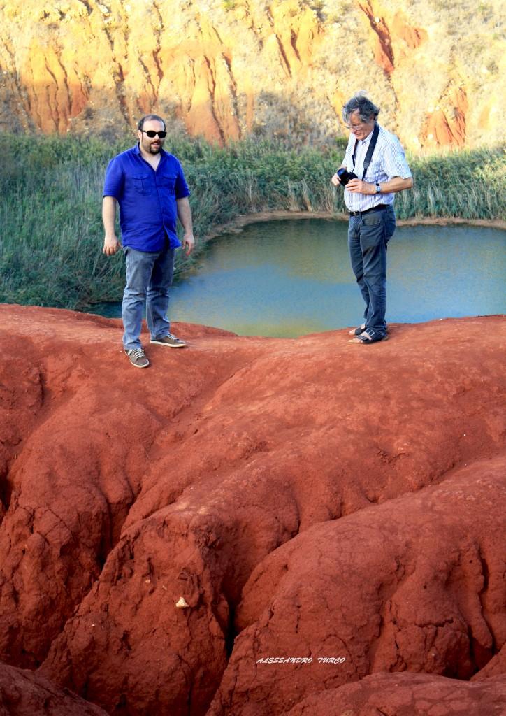 Mario Masino e Marcello Tacconelli, sopralluoghi al lago di bauxite di Otranto (luogo delle riprese di Nostra Signora dei Turchi, foto Alessandro Turco)