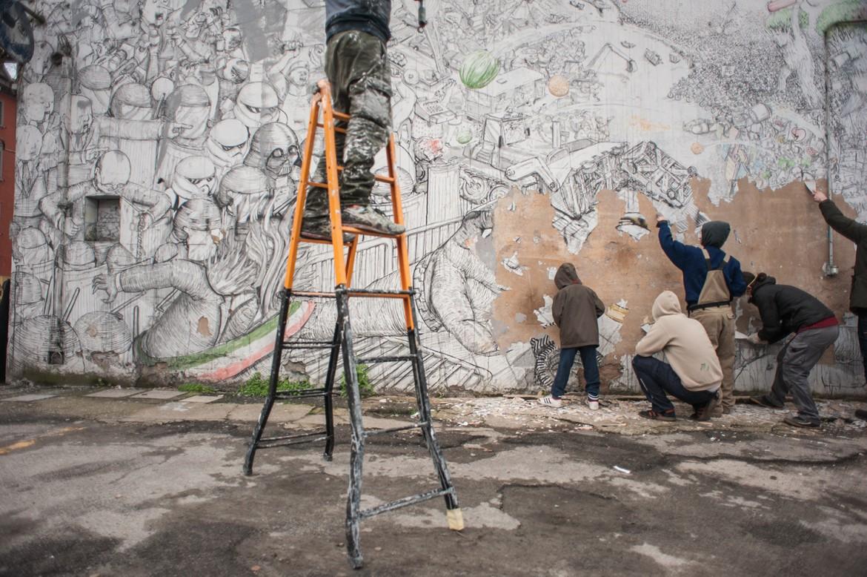 Bologna. Xm24: la cancellazione del murale di Blu