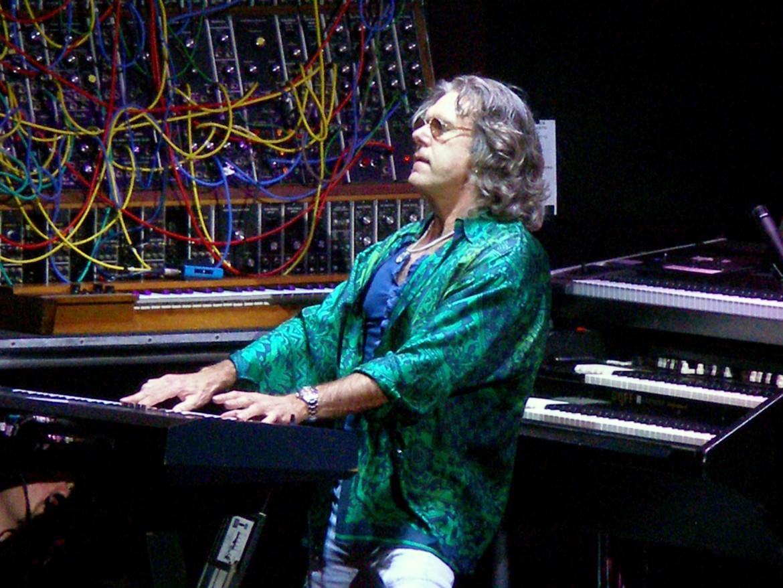 Keith Emerson, sotto con Greg Lake e Carl Palmer