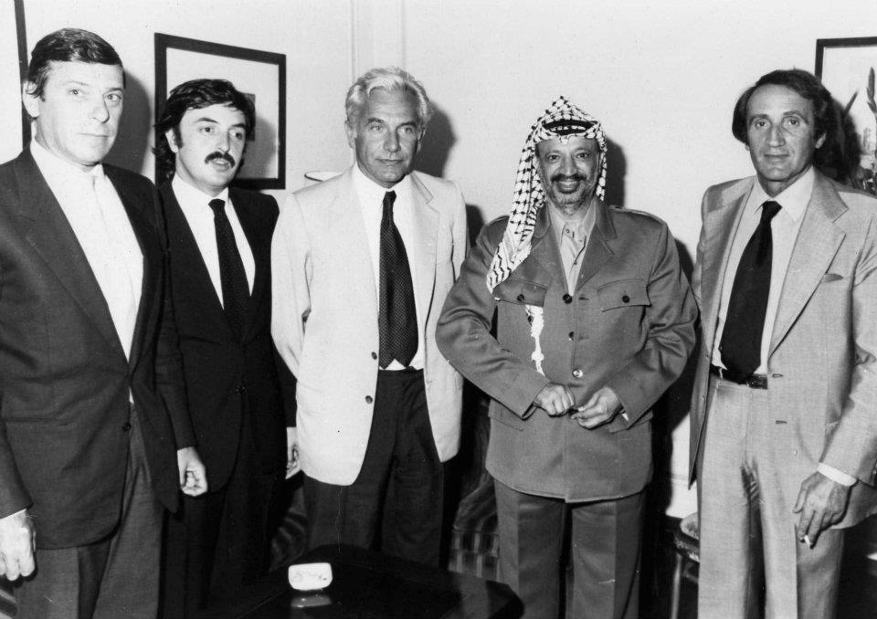 Da sinistra Luca Cafiero, Alfonso Gianni, Lucio Magri, Yasser Arafat, Eliseo Milani