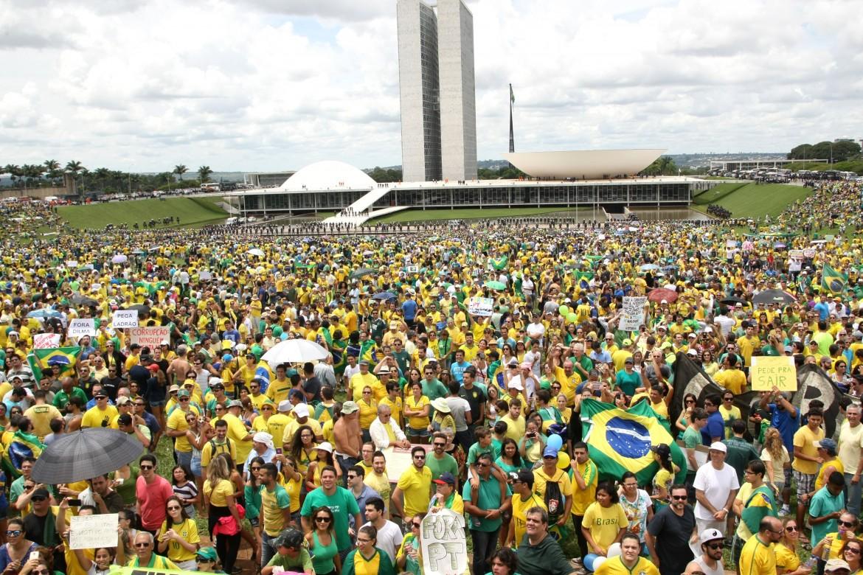 Brasile, le destre in piazza