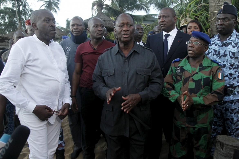 Il presidente Ouattara in visita a Grand Bassam dopo l'attacco qaedista