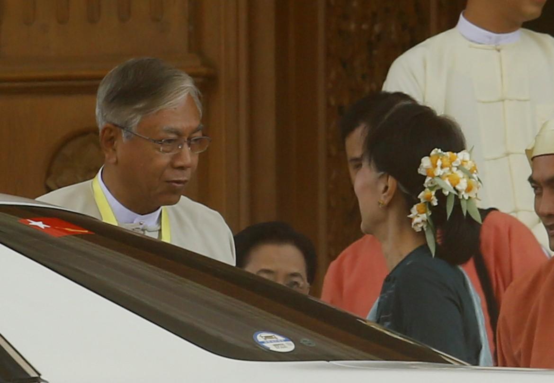 Myanmar, il nuovo presidente  Htin Kyaw con Aung San Suu Kyi