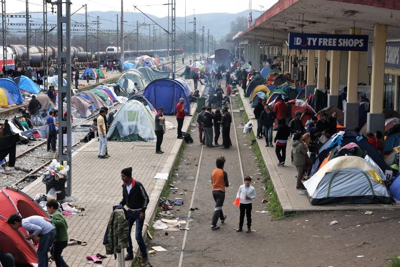 L'accampamento alla stazione di Idomeni